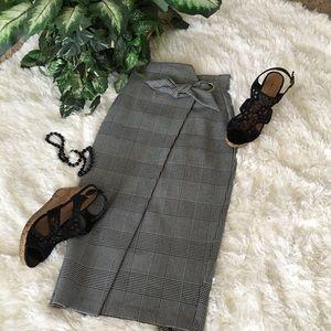 H&M plaid Faux Wrap Midi Career Skirt. 🌹